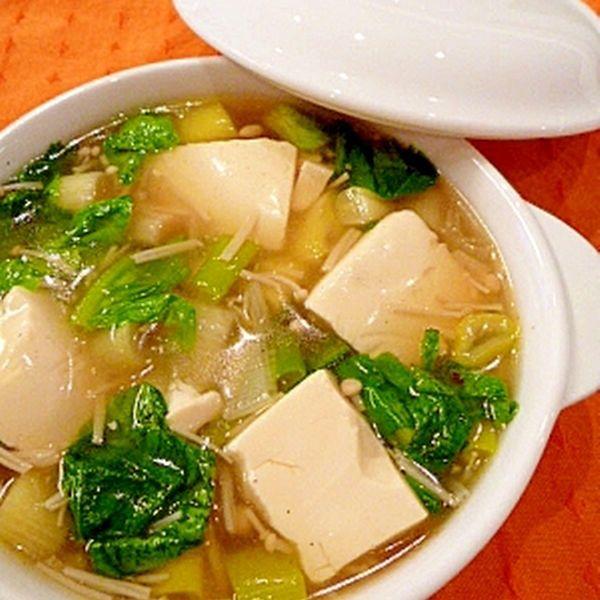 とろとろ豆腐の★熱々!中華スープ。| 豆腐、えのき、サラダ菜、レタス