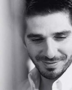 Patrick Fiori, my fave French singer... THAT voice!!!!!!!!!!