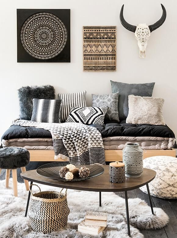 La tendance déco rustique de Maisons du Monde pour l'Automne-Hiver 2016/201 - There must be a better way to add 3-D interest to the walls vs. skulls and horns. No one needs antlers except the animals they came from. Otherwise nice.