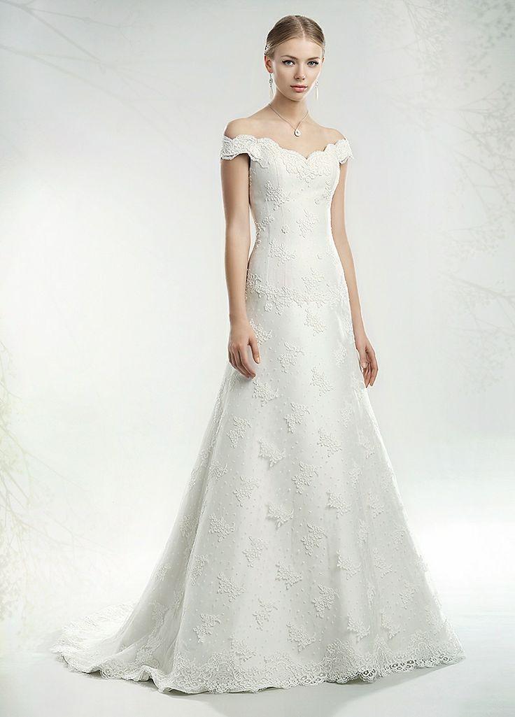 L'#abitodasposa deve essere un tutt'uno con il corpo della sposa e con lo stile, che si vuole attribuire al giorno delle nozze. #annatumas ti permette di curare ogni #particolare, realizzando al meglio i tuoi #desideri