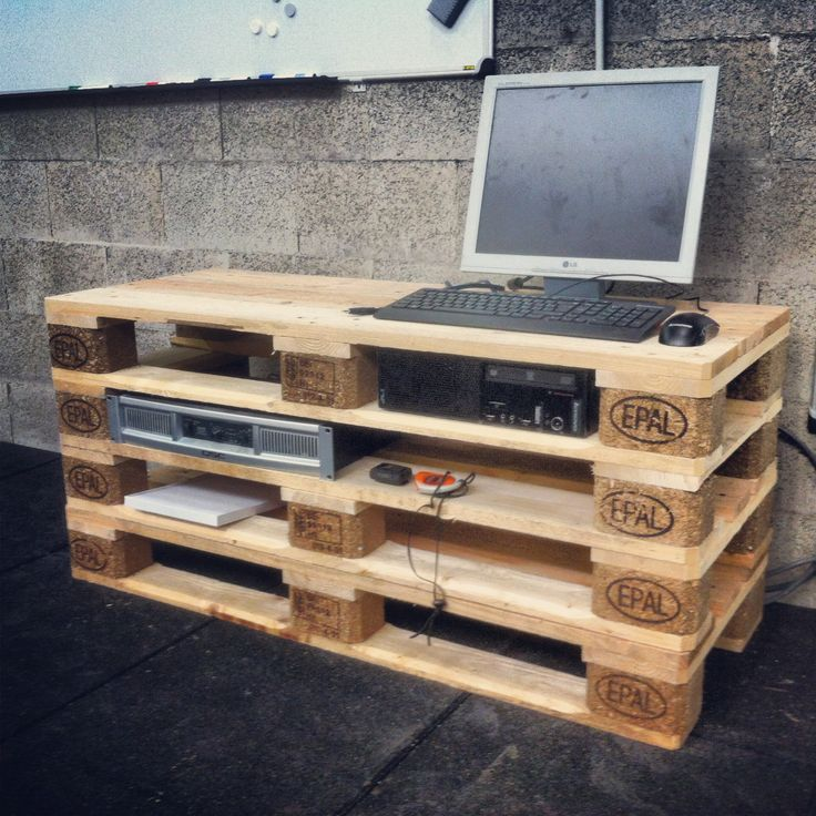 Coffee Table made with #pallets at CrossFit Nivelles (http://www.crossfitnivelles.com)