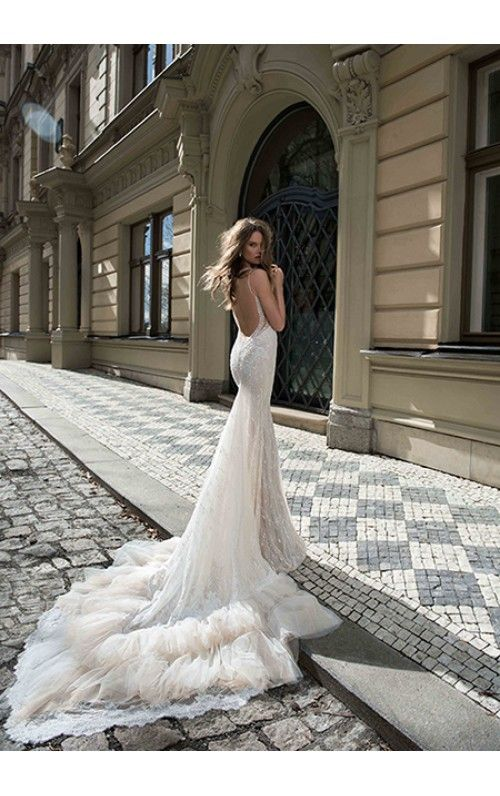 Trumpet/Mermaid Sweetheart Cathedral Train Lace Wedding Dress With Beaded Appliqued