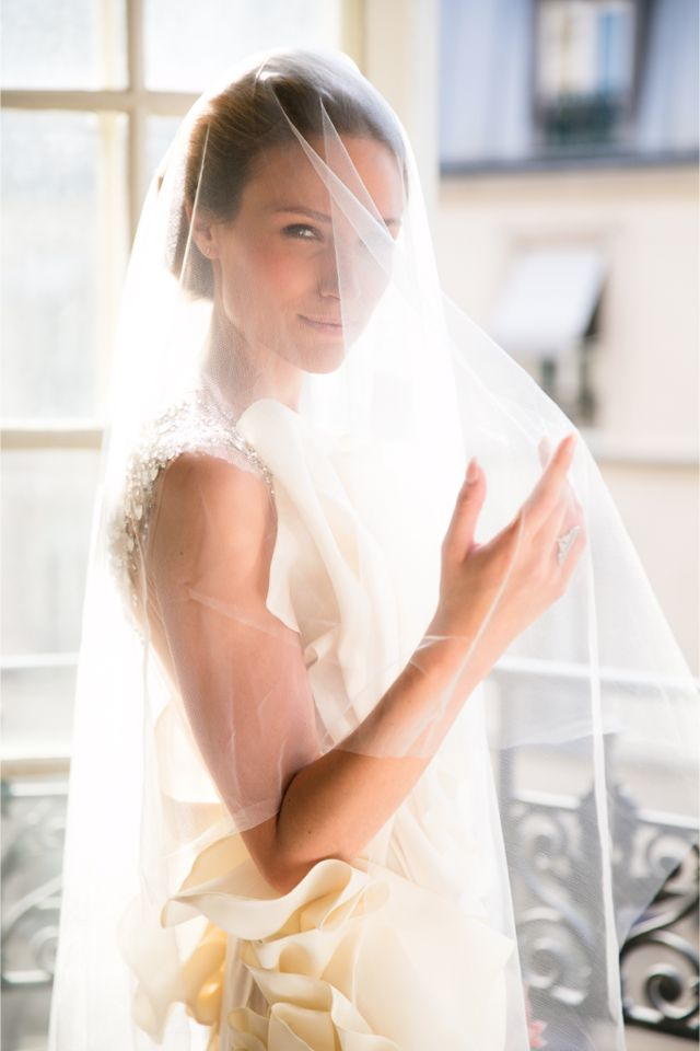 Veiled bride | One and Only Paris Photography | http://burnettsboards.com/2013/12/candlelit-parisian-elopement/