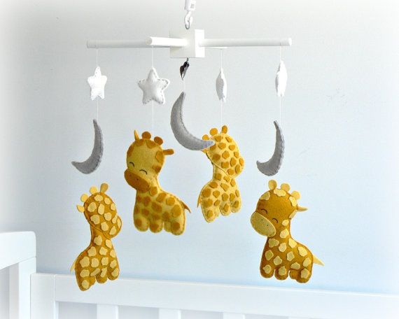 Omgosh! If there's one thing I love more are giraffes and moons❤️❤️❤️❤️