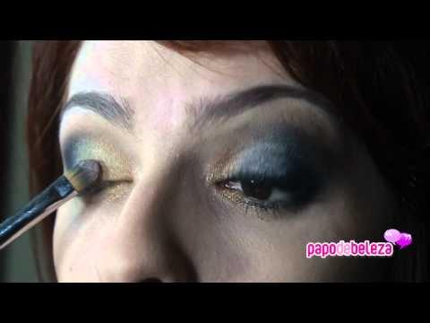 Época Cosméticos- Quem disse que não pode usar olho preto também durante o dia? A Kah dá a dica.