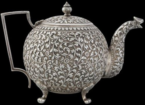 goodmemory:    theforbiddencolors:    Silver Teapot, (1880)  Colonial India    undefined