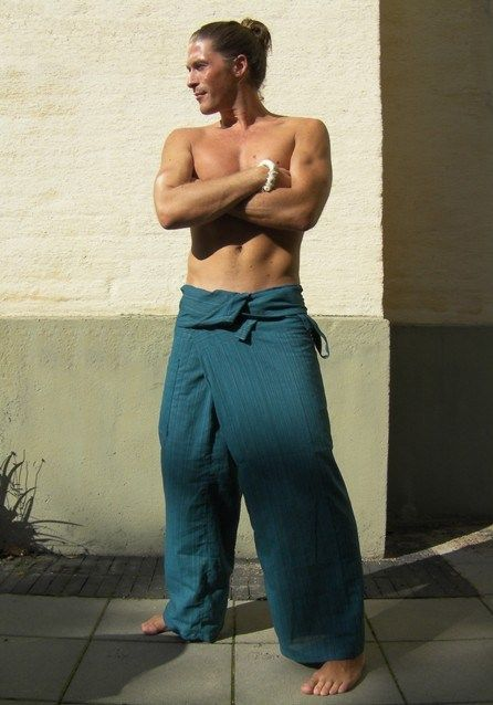 Blue Line Pattern Fisherman Pants.    Thai Fisherman Pants are suitable for both men & women, unisex    100% cotton.      For a video guide on how to wear/tie Fisherman Pants go to our; http://blog.bindidesigns.eu/how-to-wear-thai-fisherman-pants-video-guide/        Follow BindiDesigns; https://facebook.com/BindiDesigns - https://twitter.com/bindidesigns  page for stock status updates