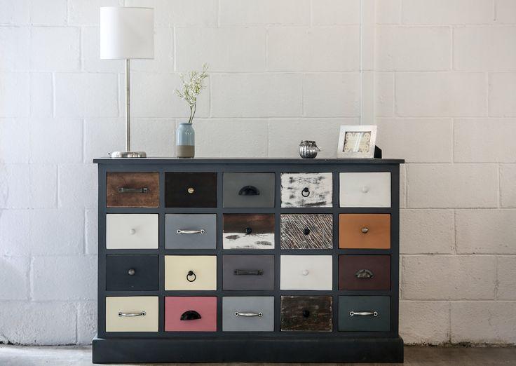 Meuble design 20 tiroirs bois color pi ce exceptionnelle for Meuble avec plein de tiroirs