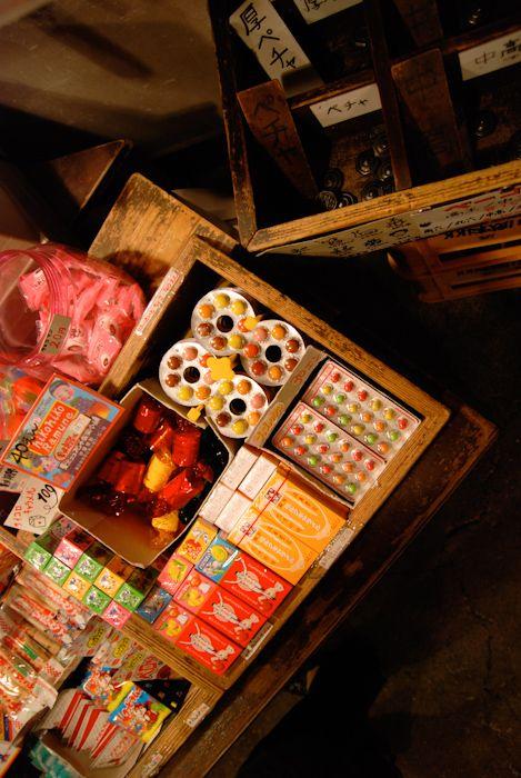 駄菓子屋でよく食べたお菓子達。なんであんなに美味しかったのだろう。