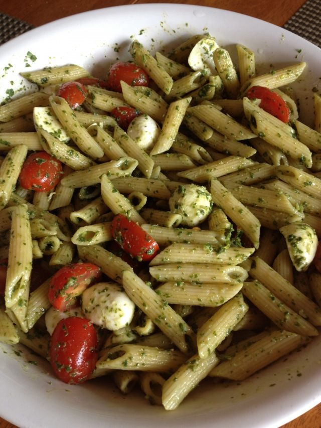 Mozzarella & Tomato Pesto Pasta Salad, do this warm and add shrimp...mmmm #pestrocrazy