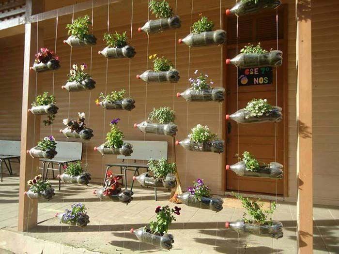 Jardim vertical com garrafas pets