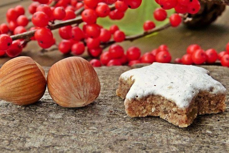 Ricetta dei biscotti di nocciole e miele, profumatissimi e perfetti da accompagnare al té del pomeriggio. Ecco la preparazione passo per passo.