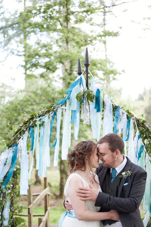 Tamsin And Alex S Relaxed Eco Friendly Wedding With Woodland Handfasting Ceremony The Best Cake Ever