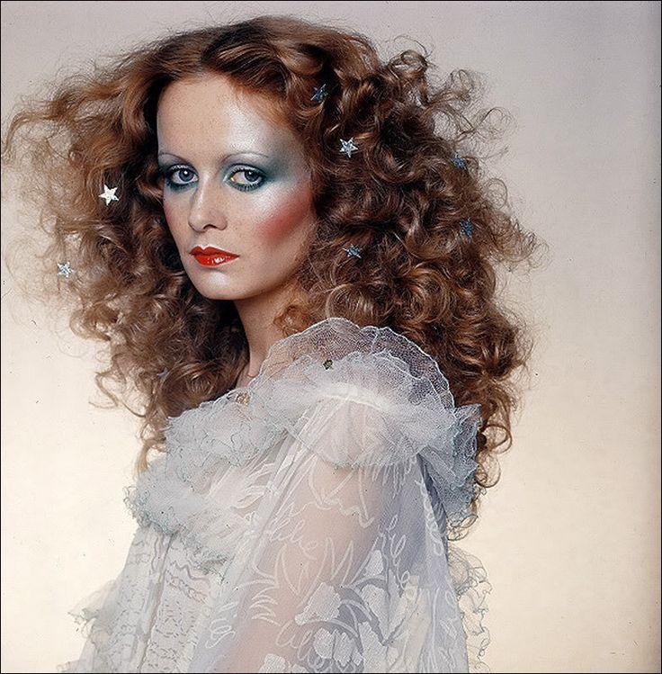 loveisinvogue:  Vogue UK December 1974 Model: Twiggy Photographer: Barry Lategan