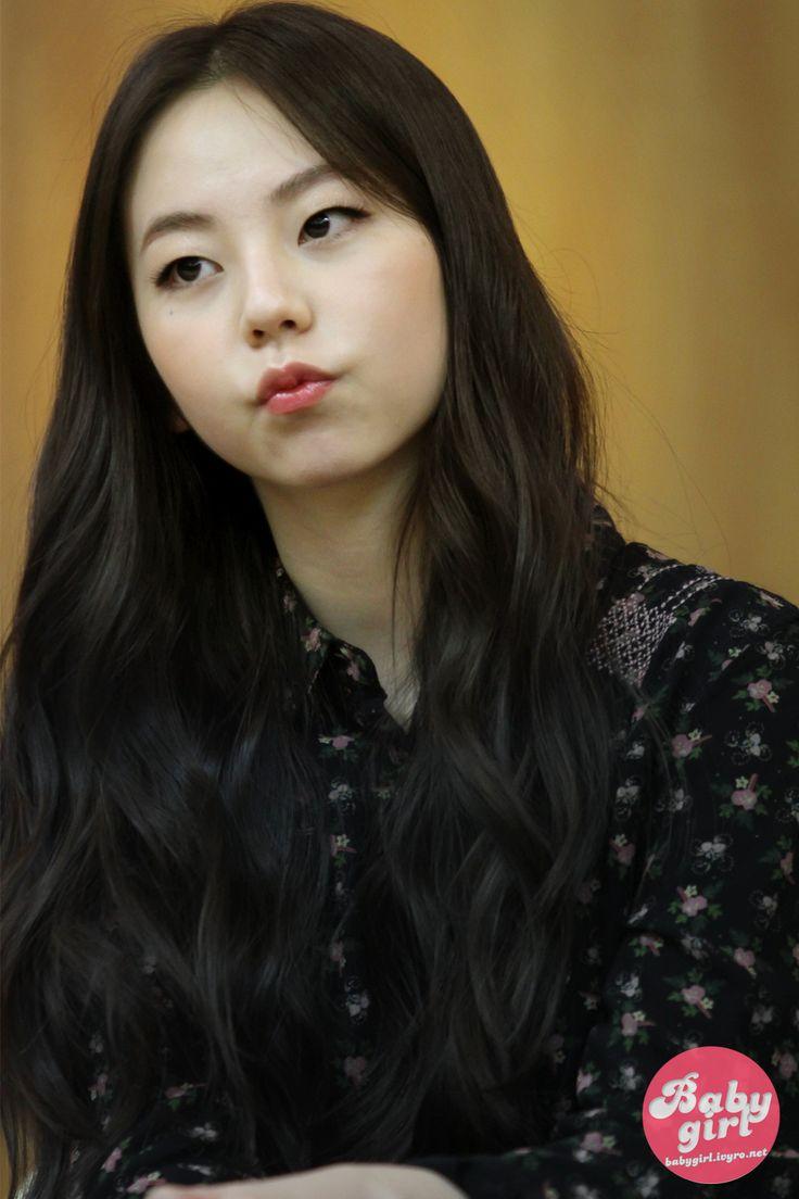 Sohee looks like xiumin girl ver. ;-;
