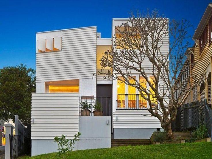 Home balanced on a ridge line in Brisbane