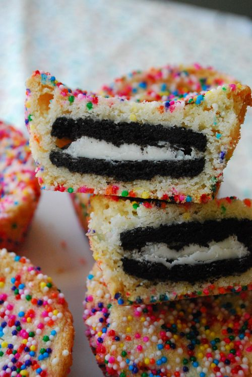 oreo inside a cupcake This would be amazing with a golden Oreo!