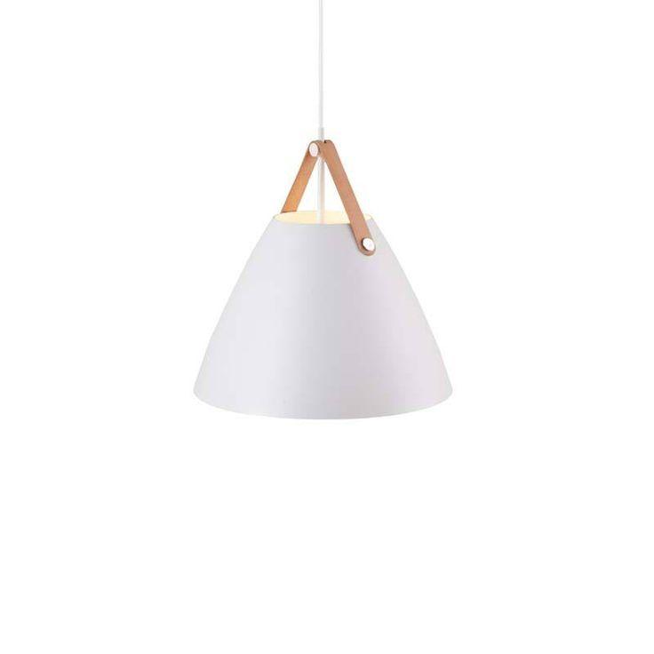 Nordlux DFTP Strap 36 Pendel - Hvid - Enkel loftslampe fra Nordlux. Danske Nordlux laver kvalitetslamper, uden der er gået på kompromis med designet. Den hvide skærm i metal skaber et rent udtryk og er idéel til den skandinaviske indretning. Den brune strop på lampen er en smart detalje, som kan bruges alene eller i kombination med flere lamper fra Nordlux.