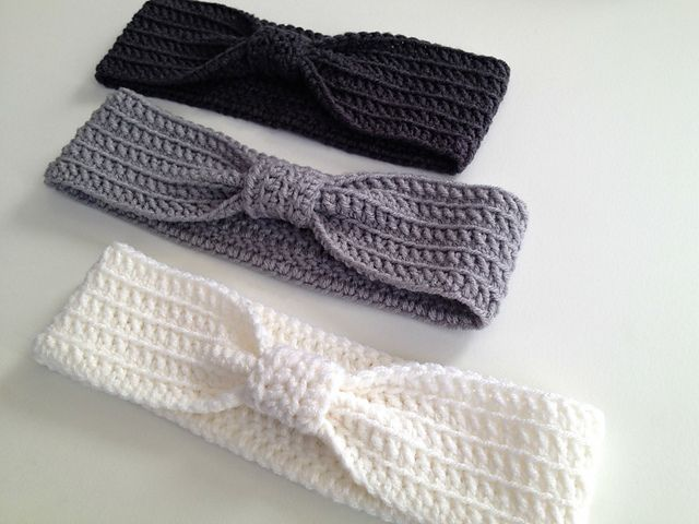 Que lindo !Ravelry: Crochet Bow Ear Warmer Headband pattern by With Love by Jenni