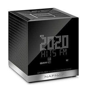 Naf Naf MY Clock V3 Radio/Radio-réveil MP3 Port USB: Tweet Radio-réveil stéréo offrant une prise USB pour le chargement d'appareils…