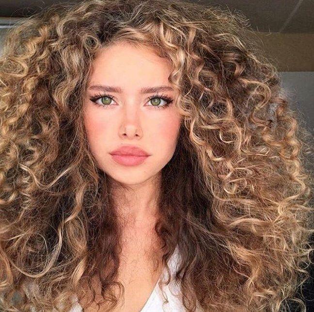 Curly Frisuren 2019/2020 Kurz, mittel und lang - Trends und Mode #curlyhairstyles #mediumhairstyles #haircut #hairstyles