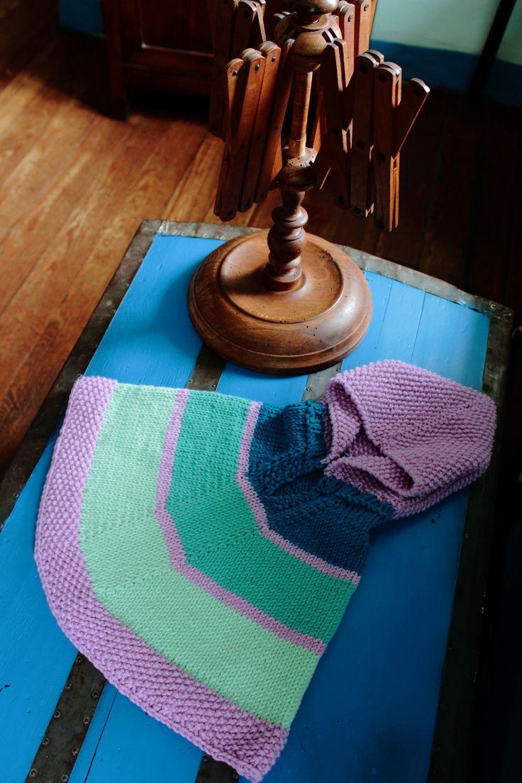Poncho a righe con cappuccio in pura lana merinos