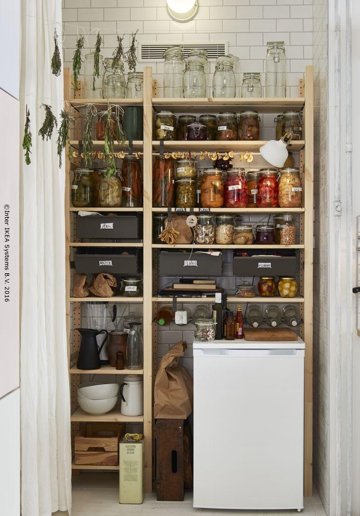 O cămară este ca un mini magazin alimentar la tine acasă.