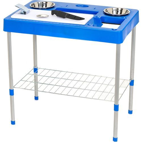 Cleaning station for cleaning fish or game fishing for Fish cleaning board