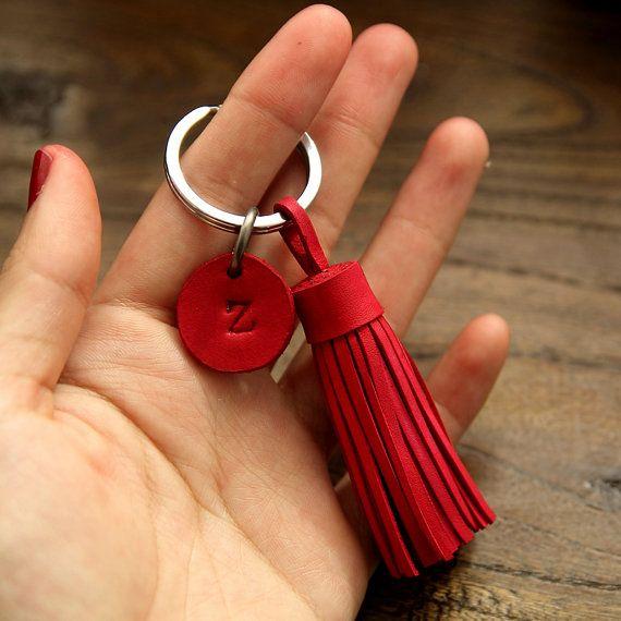 Personalized Leather Keychain Leather Tassel Keychain por 902Studio                                                                                                                                                                                 Más