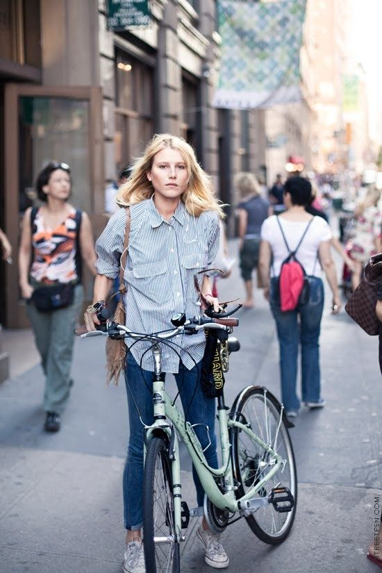 l'il bit of bike chic courtesy of #DreeHemingway. looking fab in NYC.