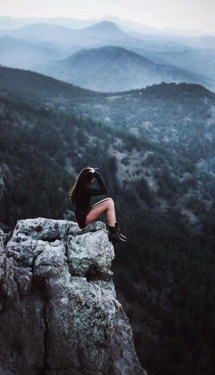 Enamórate de una mujer solitaria, no para acompañarla, sino para llenar tus vacíos
