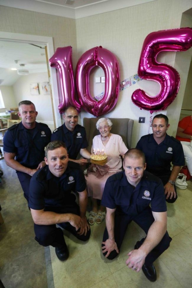 Эта бабушка отметила свой день рождения так, как многие нерешатся ив25