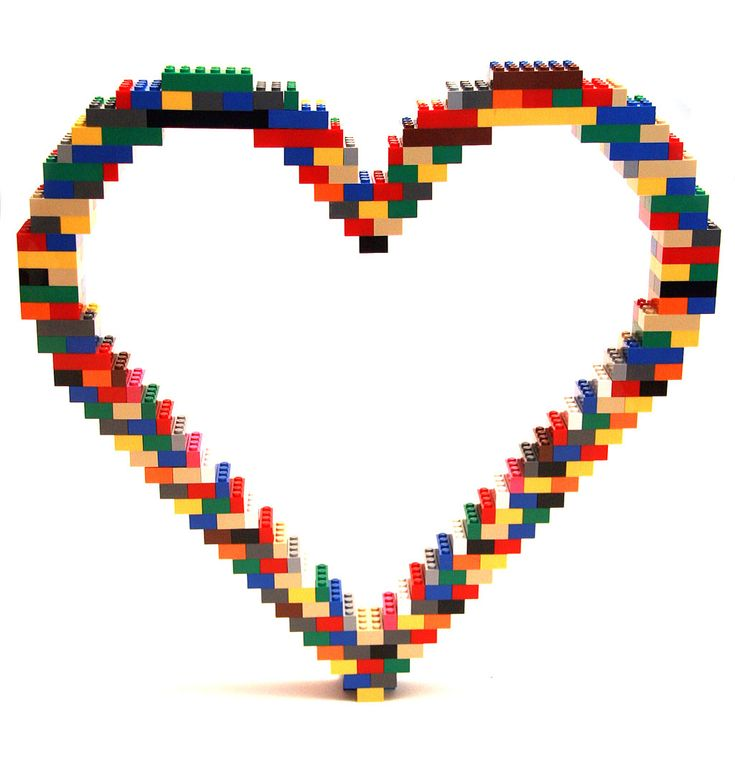Open Heart — Nathan Sawaya — The Art of the Brick