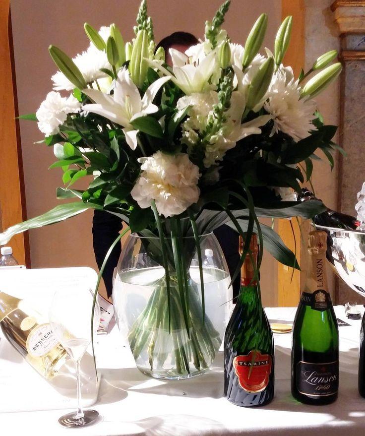 Sammpanjatalot @lanson ja @besserat #samppanja #grandchampagnehelsinki #viini#wines#winelover#winegeek#instawine#winetime#wein#vin#winepic#wine#wineporn herkkusuu #lasissa #Herkkusuunlautasella