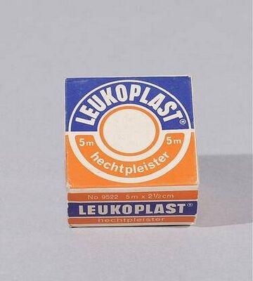 Leukoplast, mijn moeder gebruikte het voor van alles: o.a. reparatie van een snoer, onder scherpe pootjes zodat z eniet konden krassen, e.d.