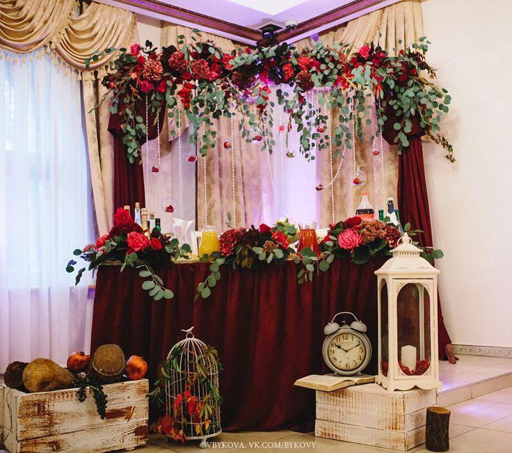 Декор президиума в цвете марсала
