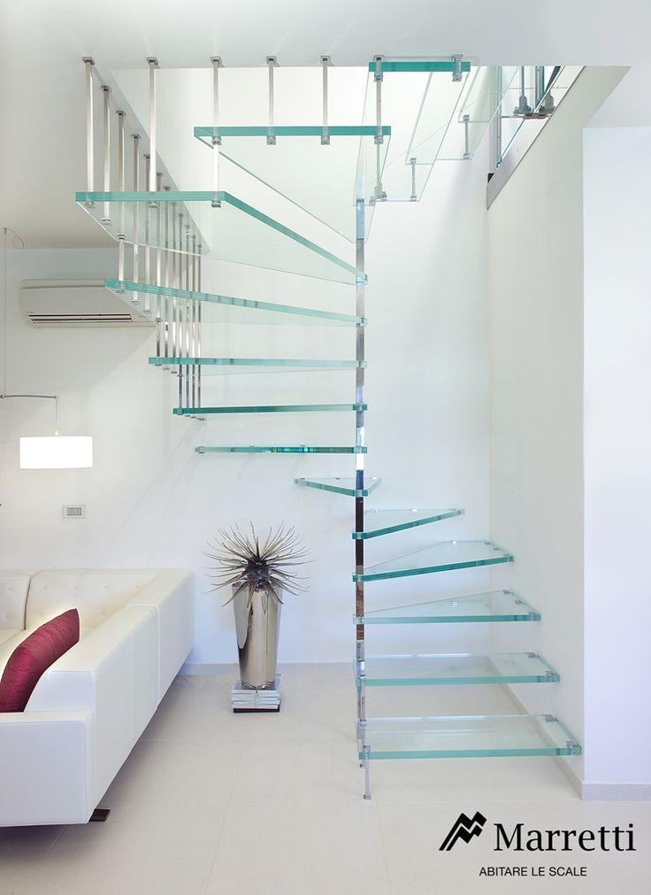 Marretti Scale produce e vende scale a chiocciola in vetro per interni.