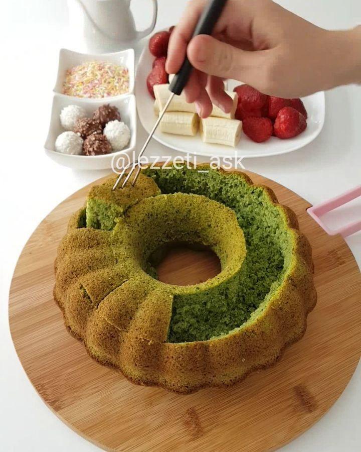 Hayırlı akşamlar bu kekin adını seri 3 koyuyorum😄 Daha öncede bu tarz çalışmalar yapmıstım..Uygulama aynı olsada görüntüsü hepsinin farklı.Pasta yapmak,pastaya sekil vermek daha zor oldugu için bu tarz kekli pastalar hazırlayabilirsiniz💕 Dilim almakta çok daha kolay..Dm den diğer kek pastaların çok ...
