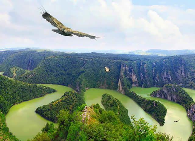 Uvac River - Canyon in Sérbia, Bósnia and Herzegovina - http://destinations-for-travelers.blogspot.com.br/2014/07/rio-canyon-uvac-servia-bosnia-e.html