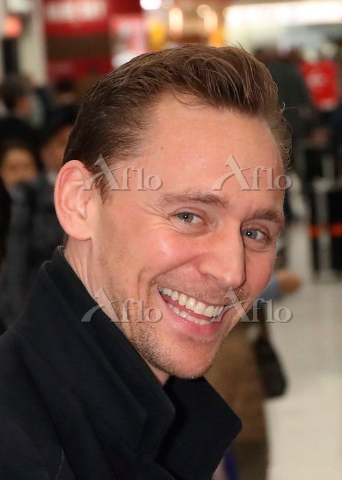 Tom Hiddleston arrives in Japan to promote Kong: Skull Island on March 13, 2017. Source: https://finder.aflo.com/entame/gossip/315114 Full size image: https://www.facebook.com/maryxglz/photos/pcb.759104784258209/759104397591581/?type=3&theater