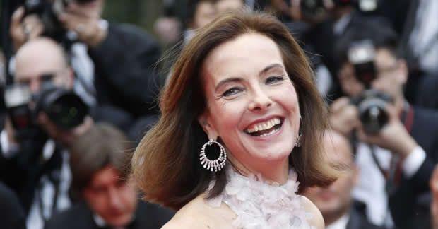 Carole Bouquet llevó maquillaje Chanel en la ceremonia de apertura del Festival de Cannes