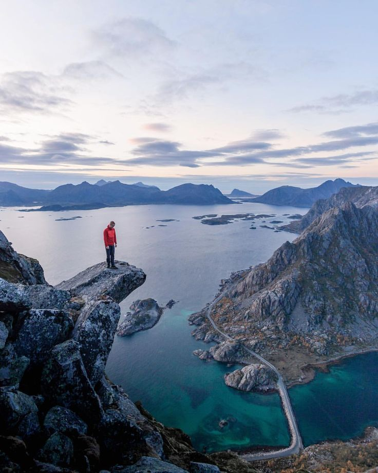 いいね!73件、コメント3件 ― Lifeventureさん(@lifeventureuk)のInstagramアカウント: 「Exploring Norway. Would you stand here?」