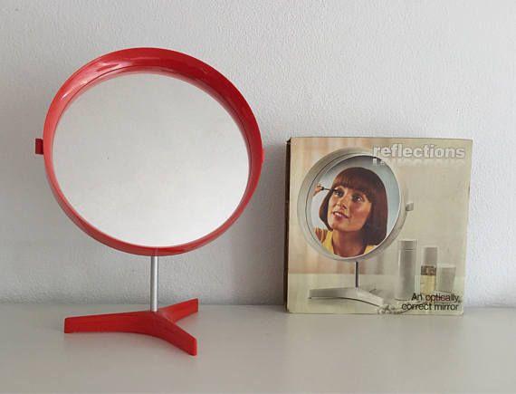 Super seventies danish mirror Red (make-up)(shaving) mirror for use on the table The danish design mirror can turn rotate New in the original box  Marked: Reflections - Denmark  Super leuke jaren 70 spiegel Deze rode (opmaak)(scheer) spiegel kunt u neer te zetten en is draaibaar Deense design spiegel nieuw in de originele doos  Spiegel Ø26,5cm Doos L27,5cm x B27,5cm x H7,5cm  Gewicht inclusief originele doos zonder verzendverpakking 700gram  We can combine shipment, please ask first, so we…