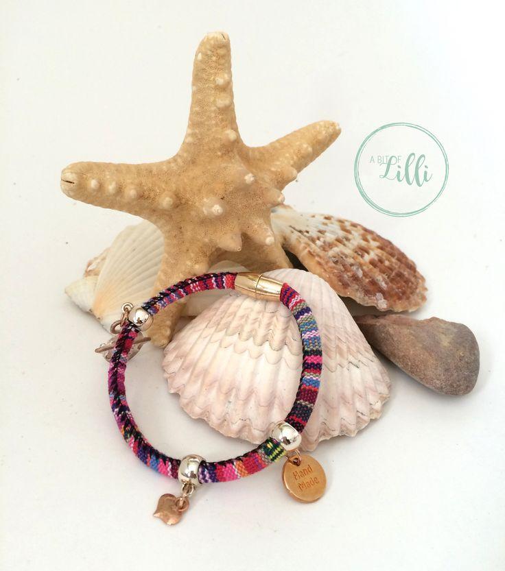 Zomerse armband Aztec. Deze armband is binnenkort te koop in onze webshop. @abitoflilli  @studiopollewop #armband #summertime #handgemaaktesieraden #bracelet # handmadejewelery #armcandy # fashionaddict #instastyle #bohostyle #jewelerygram #summerbracelet #zomerarmbanden #gypsy #leather #ibizastyle #beautiful #mooi #leer #stijl #kralen #boho