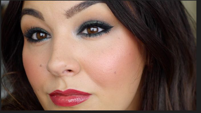 Gorgeous New Years Makeup video tutorial. It's all about SEQUINS! Such a pretty look for your eyes that can take you from day to well past midnight!