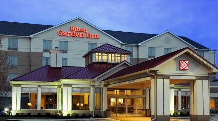 Hilton Garden Inn hotel exterior at dusk, http://hiltongardeninn3.hilton.com/en/hotels/queretaro/hilton-garden-inn-queretaro-QROPIGI/index.html#