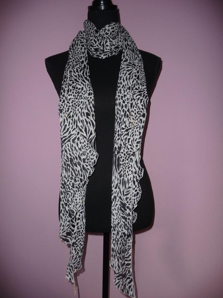 034 handmade scarf with wooden beads / zelfgemaakte sjaal met houten kraaltjes