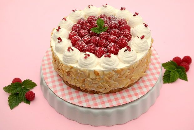 Miért sütögetnél a forró kánikulában? Készítsd el ezt a sütés nélküli tortát laza csuklóval! Igazi hűsítő desszert, ráadásul kím�...