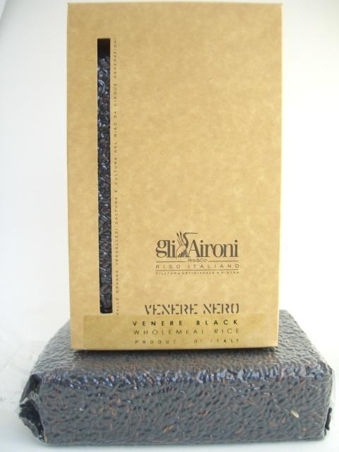 Riso Italiano Venere Nero ( Italian black rice) has a small and fragrant grain.
