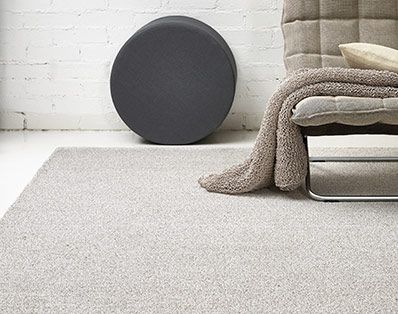 Woodnotes Tundra, made of linen and wool, is a hand-tufted rug in which the yarns form loops. The low piles of the natural coloured carpets give a rough feeling. The carpets are at the same time cool and warm. Design Ritva Puotila.